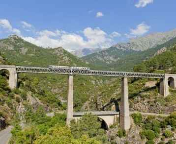 0052a-corsica-train-on-viaduct