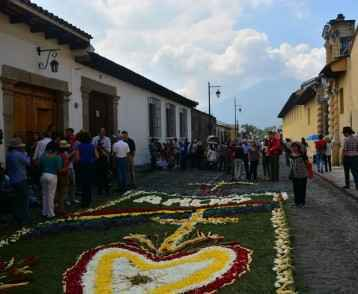 A group watches the 'alfombras' being created
