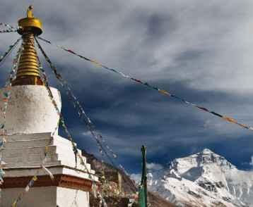 Everest-Prayer-flags-Main