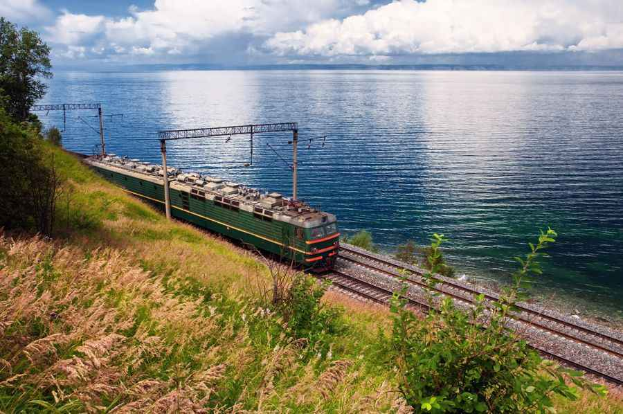 Train-skirting-Lake-Baikal