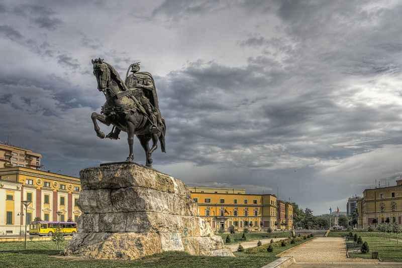 albania-statue-tirana