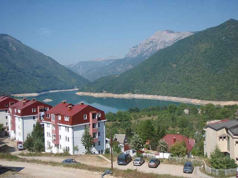 bosnia-driving-through-dinaric-alps-3