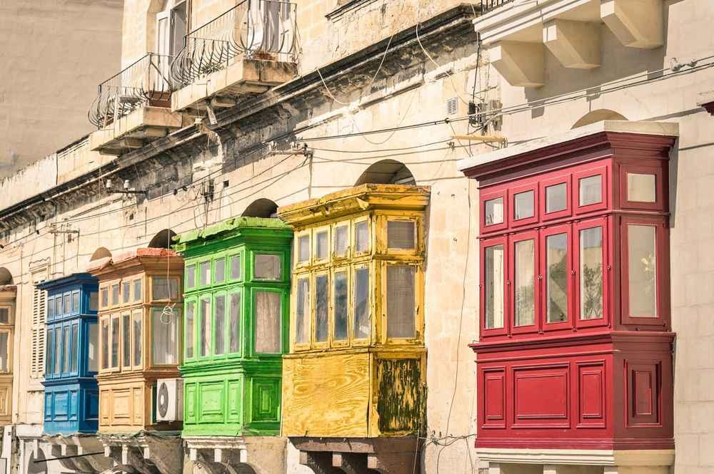 colourful-balconies-valetta-malta