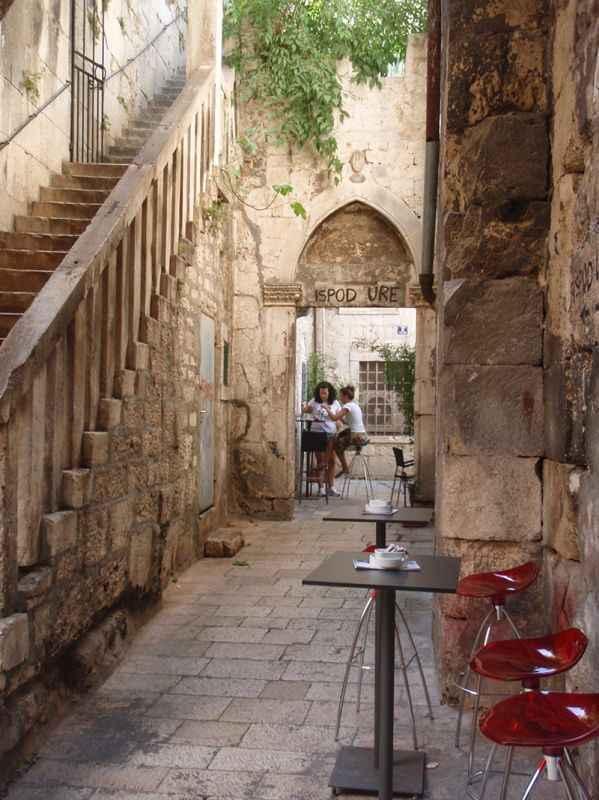 croatia-alleyways-trogir