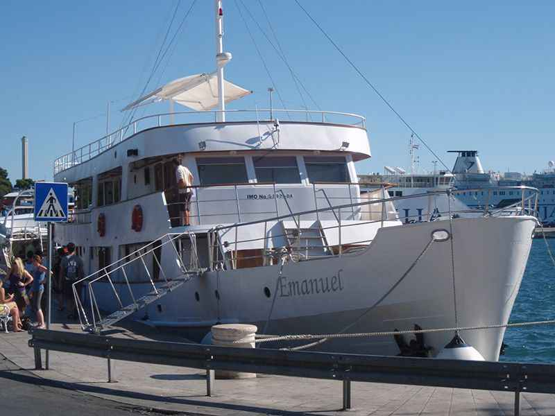 croatia-emanuel-moored-in-split-right-on-harbour