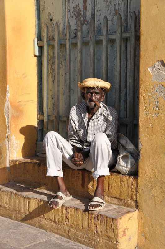 cuba-man-with-cigar
