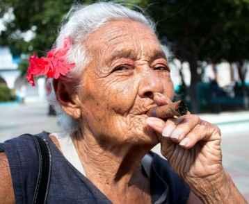cuba-woman-cigar-super-hires