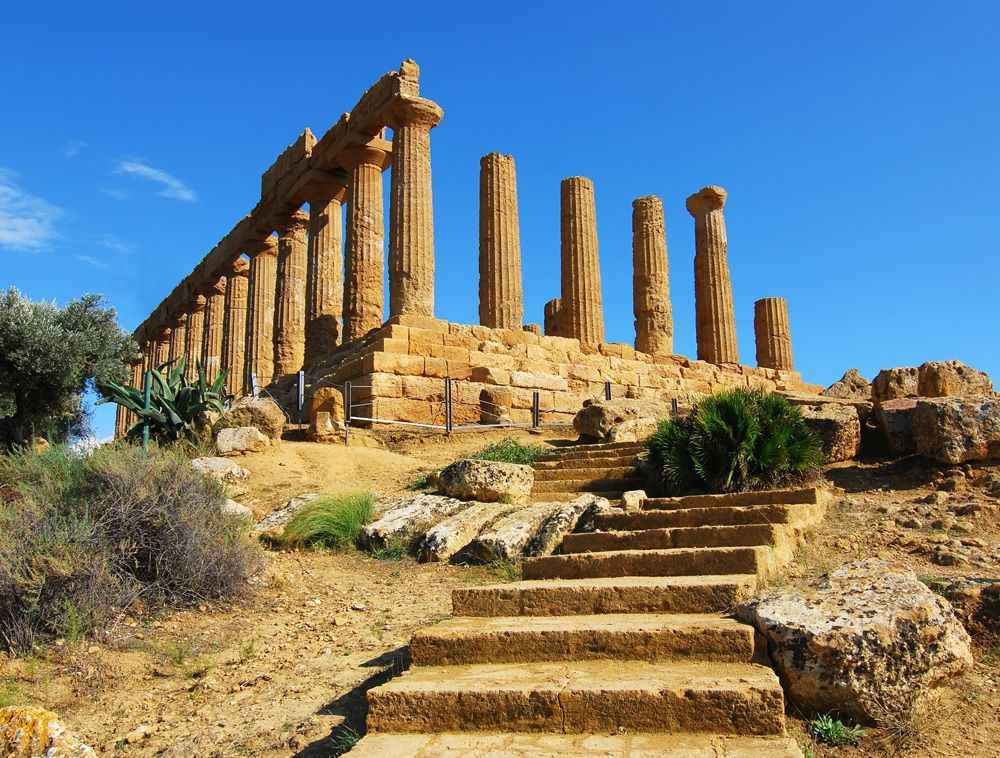 greek-temple-at-agrigento-sicily