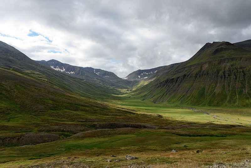 iceland-inland-mts-akureyri