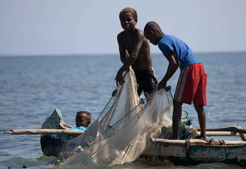 madagascar-boys-with-fishing-nets
