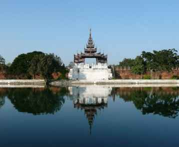 mandalay-view-of-the-old-palace-wall