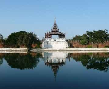 mandalay-view-of-the-old-palace-wall