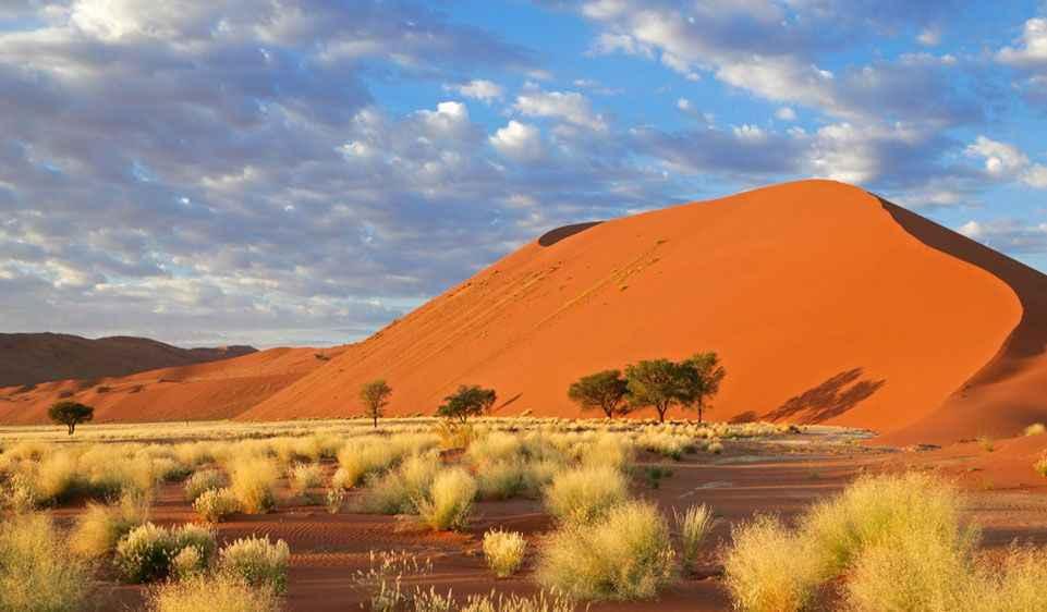 massive-red-dunes-at-sossuvlei