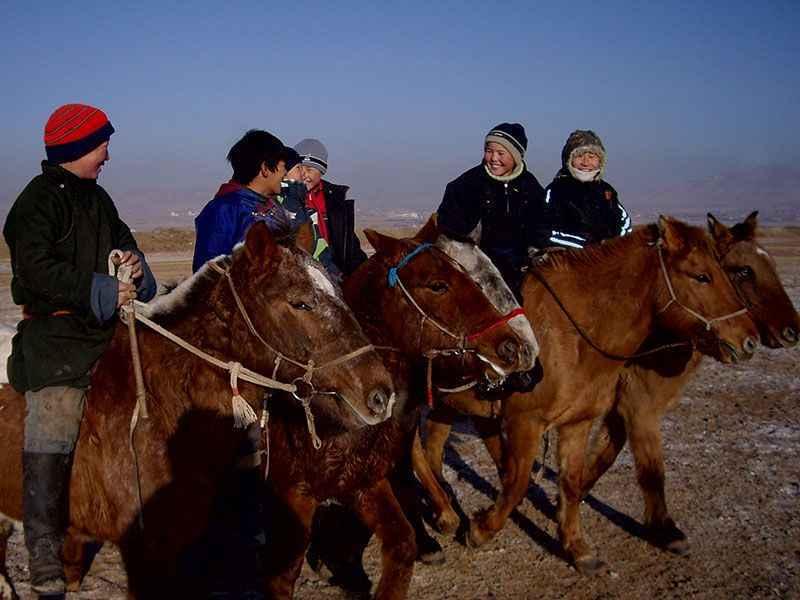 mongolia-kids-horses