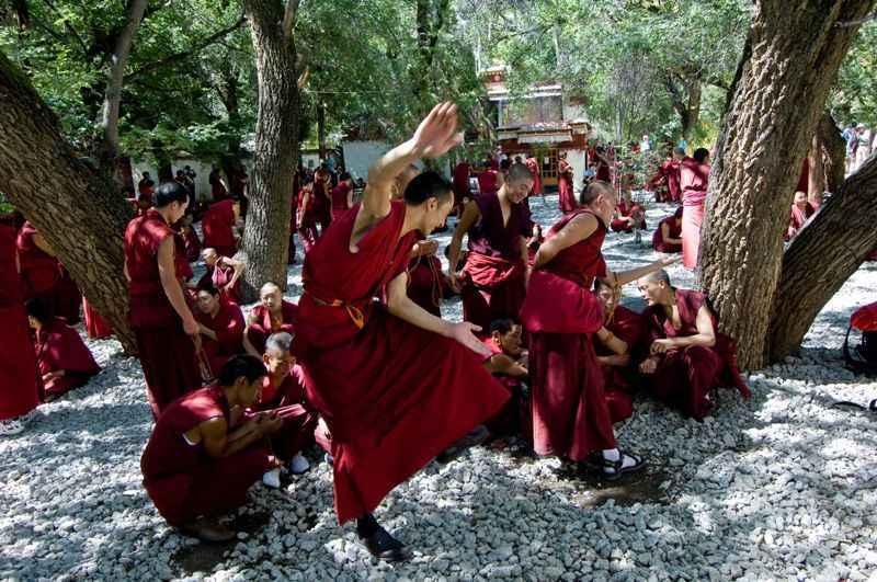 monks-debating-at-sera-monastery-tibet