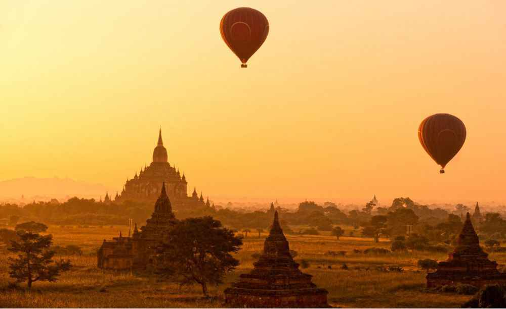 myanmar-balloons-over-bagan