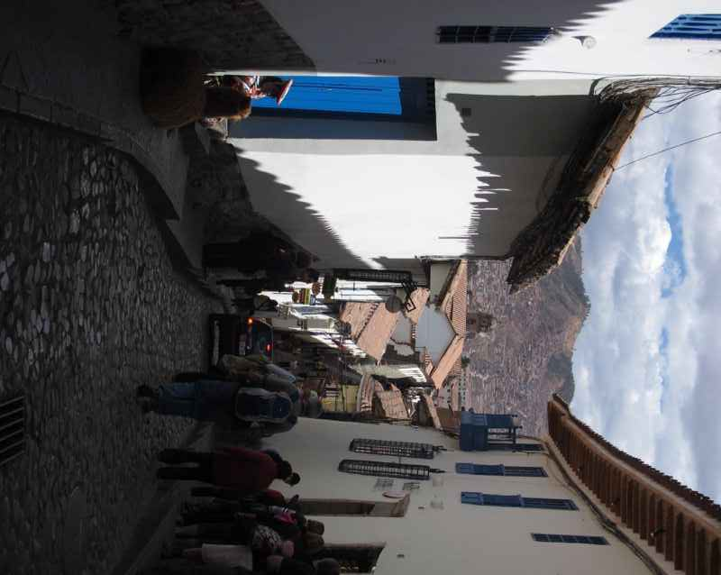 narrow-street-cusco