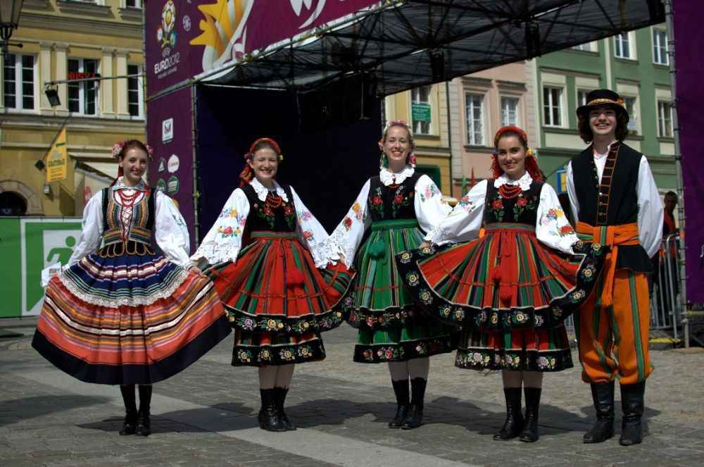 polish-folk-dancers