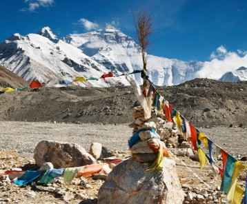 prayer-flags-at-everest-base-camp-tibet