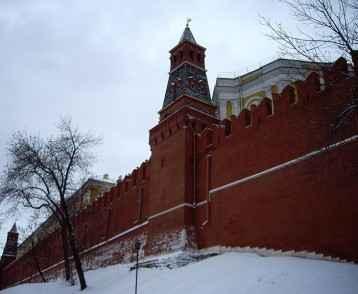 russia-kremlin-wall