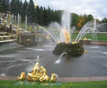 russia-peterhof-fountains