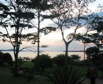 sunset-lake-victoria