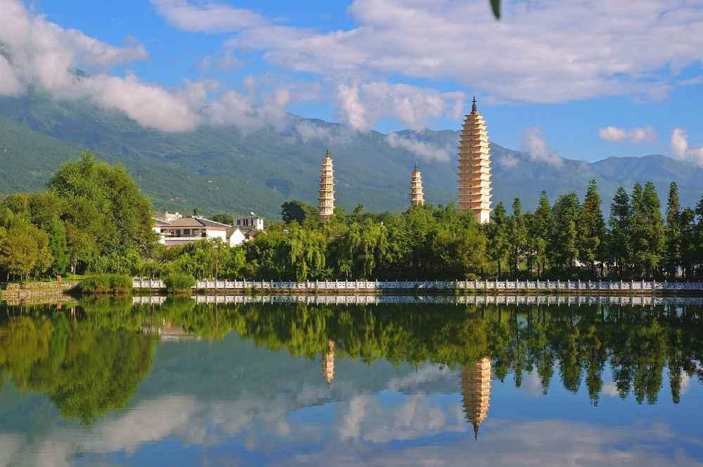 three-pagodas-dali