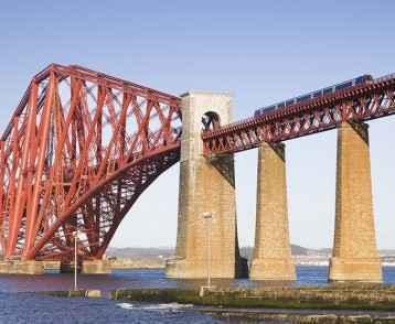train-on-forth-bridge