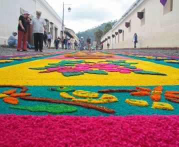 alfombras-de-semana-santa-la-antigua-guatemala (1)