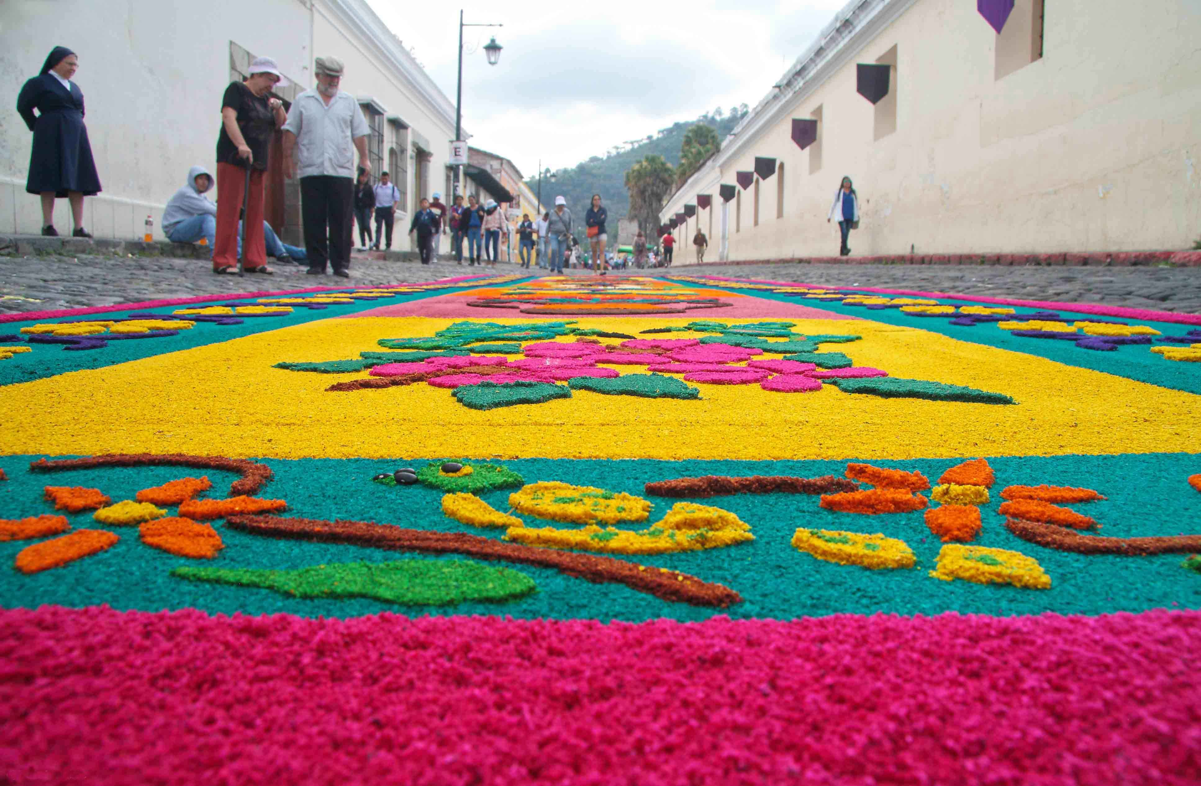 Easter and antigua a collision of colour travel directors for Antigua alfombras