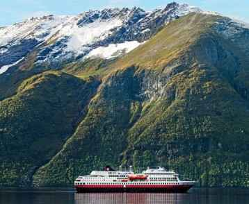 Hurtigruten mountains