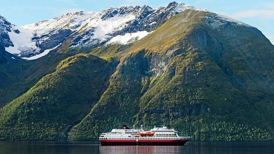 Hurtigruten mountains