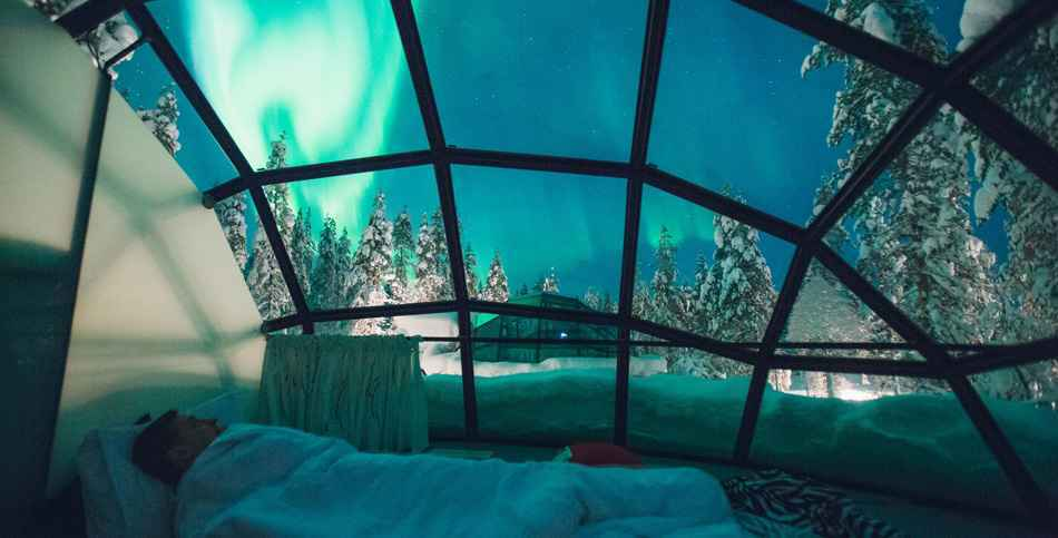 Kakslauttanen-glass-igloo-bed-lapland