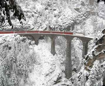 In winter conditions a train on the Landwasser viaduct.