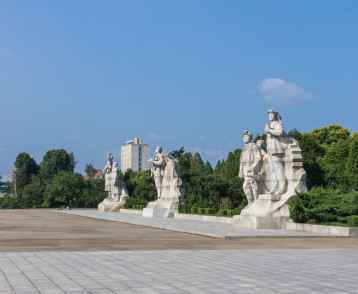 Heroic statues at Juche Tower