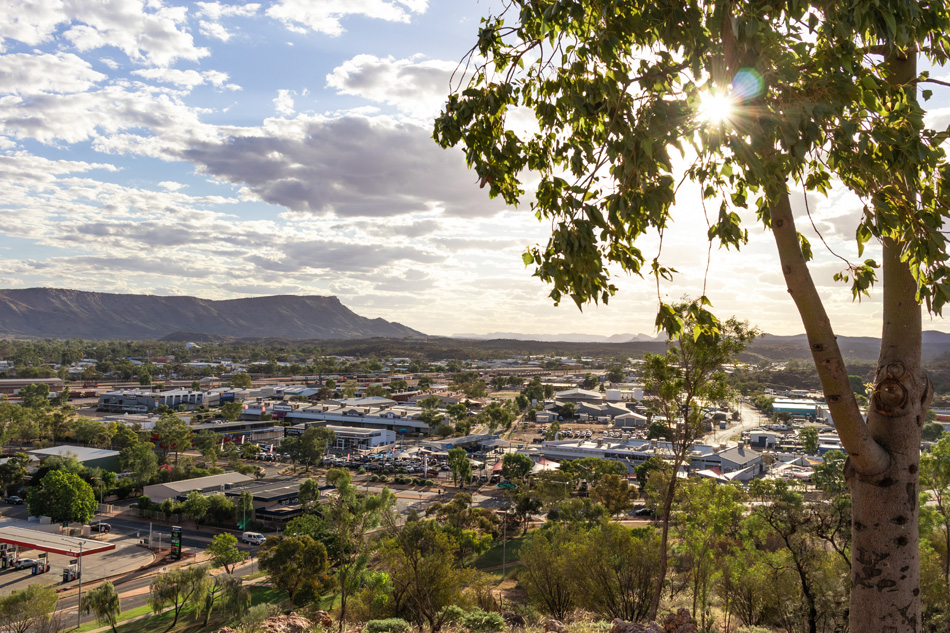 Views of Alice springs township from Anzac hill. Mountains MacDo